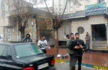 طلاب مدرسه علمیه سفیران هدایت بیجار ایستگاه صلواتی برپا کردند