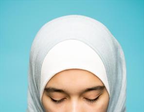 غرامت ۱۸۰ هزار دلاری برای دختران مسلمانی که وادار به کشف حجاب شدند