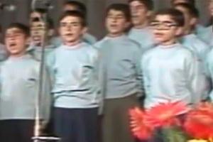 فیلم/ اجرای «گروه سرود آباده» در حضور حضرت آیتالله خامنهای