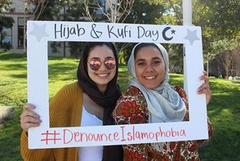روز «حجاب» توسط دانشجویان انجمن اسلامی در کالیفرنیا برگزار شد