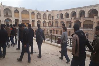 بازدید دانش آموزان  از  مدرسه علمیه تاریخی صالحیه+ عکس