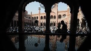 دولت محلی ایالت خیبرپختونخواه پاکستان از هفته جاری به ائمه مساجد حقوق پرداخت میکند