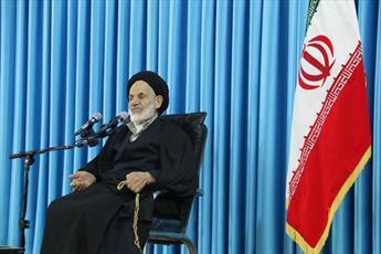 خوش باوران به دشمن اعتماد نکنند/ قیام ۱۵ خرداد به نسل امروز معرفی شود