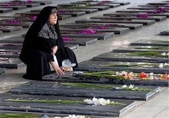 مسئولان دینِ خود به خون شهدا را فراموش نکنند/  اگر دفاع حضرت زهرا(س) از ولایت نبود، اسلام نابود می شد