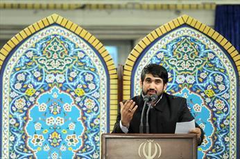 فیلم/ مداحی حماسی به زبان آذری درباره حضرت زهرا(س) در حضور رهبرانقلاب