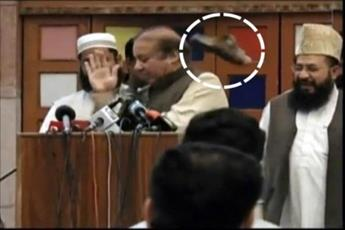 پرتاب کفش به نخست وزیر سابق پاکستان در مدرسه جامعه نعیمیه