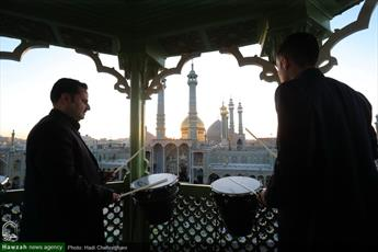 تصاویر/ نقاره زنی در اولین شب جمعه سال  ۹۷ در حرم حضرت معصومه(س)