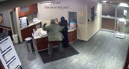 بانوی محجبه در یکی از بیمارستان های آمریکا مورد حمله قرار گرفت