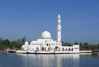تصاویری از مساجد زیبایی که آب آن ها را احاطه کرده است