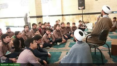 تصاویر/ آشنایی دانش آموزان با فضای حوزه به همت مبلغان منطقه ۱۹ تهران