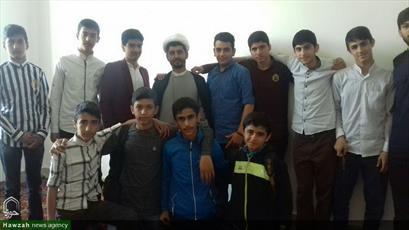 تصاویر/ آشنایی دانش آموزان اسلامشهری با مدرسه علمیه امام صادق(ع) به همت مبلغان
