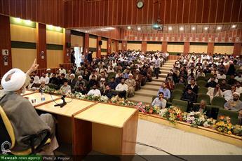 تصاویر/ نشست سیاسی در مدرسه علمیه معصومیه با موضوع بررسی مسائل داخلی و منطقهای