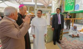 کشیش کاتولیک در حرم امیرالمؤمنین(ع):   عتبات مقدس عراق، بهترین مکان برای ارتباط انسانی میان تمامی ادیان است