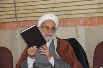 مدیر حوزه علمیه قزوین: قرآن در تمامی عرصه ها یار انسانهاست