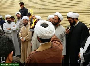 تصاویر/ تجمع اعتراضی طلاب مدرسه علمیه امام صادق(ع) بیجار به عهدشکنی آمریکا