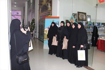 تصاویر/ غرفه مراکز حوزوی در هفته فرهنگی قم در لبنان-۳