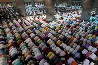 تصاویری از آغاز ماه مبارک رمضان در نقاط مختلف جهان