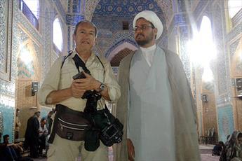 توریستهایی که از برنامههای «کافه شهدا» استقبال کردند/ ترس گردشگران از ترکیدن بادکنک در مسجد