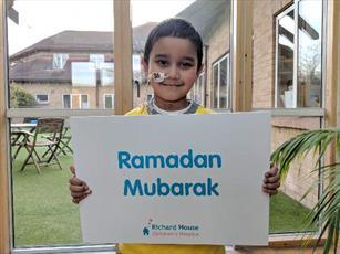 مسجدی در لندن ۴ هزار یورو در ماه رمضان به بیمارستان کودکان اهداء کرد