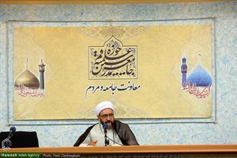 این که   در مسجد کاری به   مسائل سیاسی نداشته باشیم، تفکر وهابی است