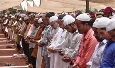 شهردار فرانسوی حاضر به جمع کردن چادرهای رمضان نشد