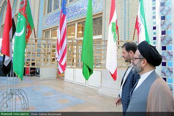تصاویر/ بازدید مسئول مرکز ارتباطات و بین الملل حوزه از بخش حوزوی نمایشگاه قرآن(۳۲)