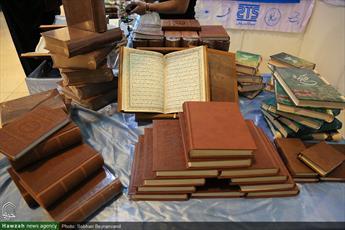 تصاویر/ بخش ناشران بیست و ششمین نمایشگاه قرآن کریم(۳۵)