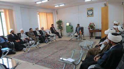 رئیس کمیسیون اقتصادی مجلس به سؤالات  اساتید حوزه  کرمان پاسخ داد