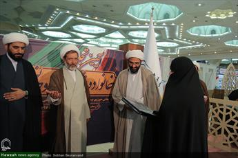 تجلیل از خانواده اولین شهید روحانی مدافع حرم در نمایشگاه قرآن