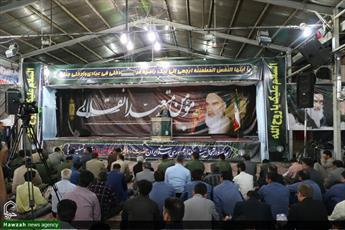 امام(ره) فقه خوابیده در حجره ها را در سطح جامعه جاری کرد/ دشمن روح نا امیدی را به جامعه تزریق می کند