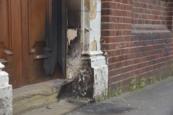 یک مسجد و معبد  در لیدز انگلستان به آتش کشیده شد