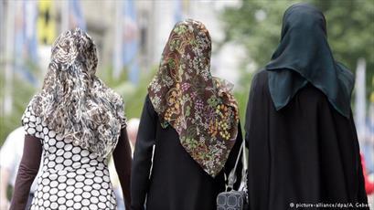 زن مسلمان اهل ویرجینیا به خاطر حجاب اسلامی از شغلش  اخراج شد