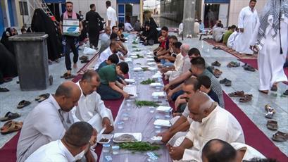 طعم افطار بر سر سفره عباس(ع)+تصاویر