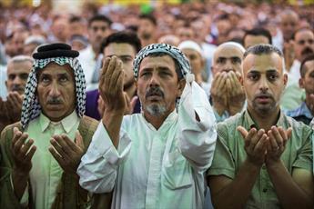 تصاویر/ مراسم نماز عید فطر در حرم نورانی قمر بنی هاشم(ع)