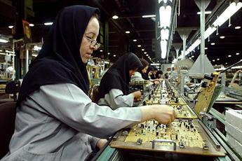 کسانی که نگاه تبعیض گونه به زن دارند از دین اسلام بی اطلاع اند
