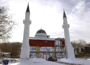 مسلمانان کانتیکت آمریکا  مجبور به کوتاه کردن مناره های مسجد شدند + تصاویر