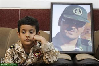 تصاویر/ دیدار نماینده مقام معظم رهبری در سوریه با خانواده شهدا