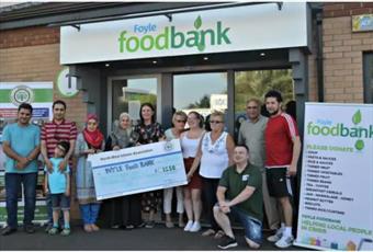 کمک مالی ۱۲۵۰ یورویی جامعه اسلامی به «بانک غذا» در ایرلند شمالی