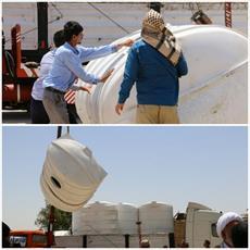 بیش از ۲۵ هزار بطری آب آشامیدنی به لبان تشنه خوزستانی ها رسید+ عکس