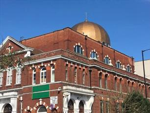 مسجد شرق لندن، ۱۴ هزار یورو صدقه به شکل پول مجازی دریافت کرد