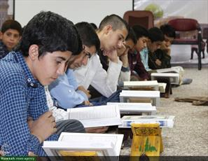 تصاویر/ محفل انس با قرآن کریم در مدرسه علمیه امام صادق علیه السلام  قروه