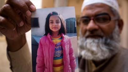 پدر دختر  ۷ ساله پاکستانی خواستار اعدام قاتل دخترش در ملا عام شد