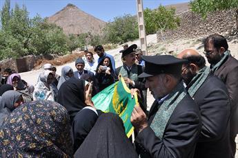 مدال افتخار آستان  رضوی به پاس  یک عمر تلاش خالصانه پیرغلام حسینی