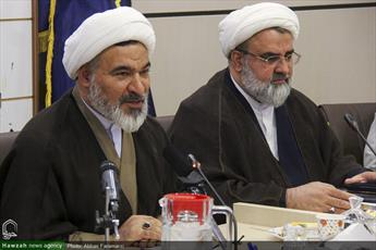انقلابی گری در حوزههای علمیه خواهران علنی شود/حوزه غیر انقلابی کامل نیست