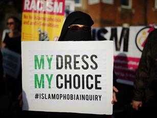 اهانت های بوریس جانسون، اسلام هراسی علیه زنان پوشیه دار را افزایش داده است