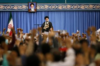 تصاویر/ دیدار هزاران نفر از قشرهای مختلف مردم با رهبر انقلاب