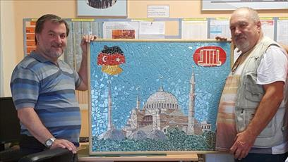 هنرمند ایتالیایی هدیه ویژه ای به مسجدی در آلمان اهداء کرد