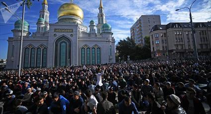 تجمع هزاران تن از مسلمانان روبروی مسجد جامع مسکو