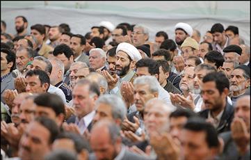 اقامه نماز عید قربان به امامت آیتالله علمالهدی در حرمرضوی