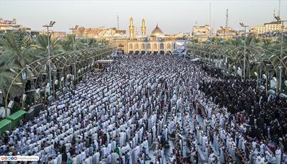 تصاویر/ اقامه نماز عید قربان با حضور میلیونی زائرین در بین الحرمین کربلا